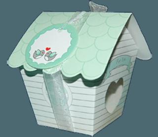 малка подаръчна кутийка с благодарствена картичка