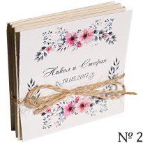 малки албумчета със снимки на младоженците