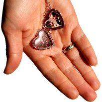 медальон отварящо се сърце