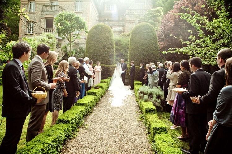 сватбени гости и покани