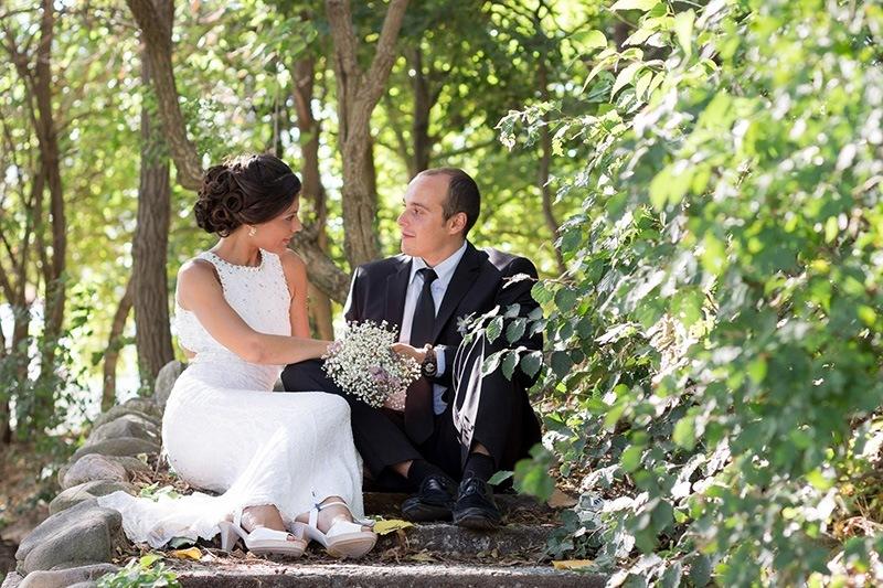 младоженци на сватбена фотосесия